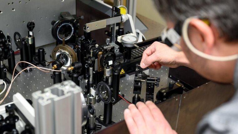 Justierung der Strahlführung des fs-Lasers
